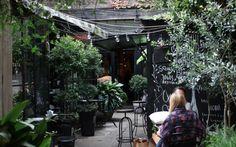 Tata Flowers Buenos Aires | #Café en patio interior #cafetería #jardín