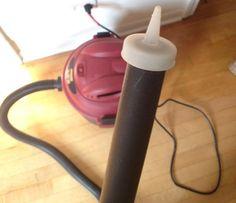 Il tappo delle bottiglie delle salse come senape o ketchup, può essere applicato sul tubo dell'aspirapolvere per rimuovere lo sporco che si accumula nelle piccole intercapedini. Utile per pulire la tastiera del computer, ad esempio.