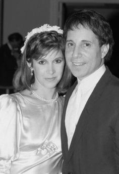 Carrie Fisher and Paul Simon. I can't look at this without thinking of C. in The Blues Brothers! Celebrity Wedding Photos, Celebrity Couples, Celebrity Weddings, Celebrity News, Debbie Reynolds Carrie Fisher, Carrie Frances Fisher, Princesa Leia, Paul Simon, Star Wars