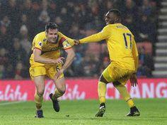 09-4-361-3550618_478x359.jpg (478×358) Scott Dann and Christian Benteke celebrate Dann's goal against Bournemouth