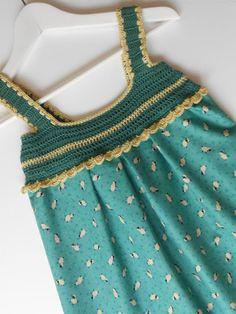 la combinación de tejido y crochet en vestidos