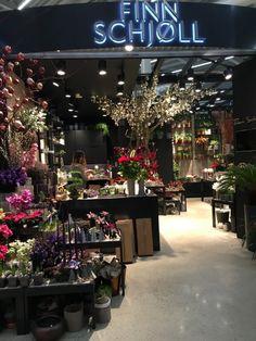 Vår hos Finn Schjøll! Flower Shop Decor, Flower Shop Design, Flower Decorations, Gift Shop Interiors, Flower Shop Interiors, Florist Shop Interior, Flower Cafe, Coffee Flower, Flower Boutique