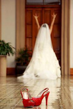 wedding shoes / zapatos de novia  www.karemakata.com  facebook: karema  diseño de zapatos