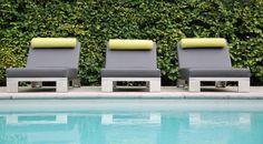 De Sunbeam lounger van Design2Chill....Sunny side up! Zonder meer de grootste innovatie op het gebied van zonnebedden te noemen. Met zijn comfortabele zachte oppervlakte en automatisch aanpasbare traploze ligpositie is Sunbeam dé manier om te relaxen en te zonnen. De meubelen worden in Europa gemaakt en zijn door de waterdichte stoffering 100% geschikt voor buitengebruik, bij zwembaden en sauna's. Elk Design2Chill meubel kangeleverd wordeninclusief een afdekhoes zodat ...