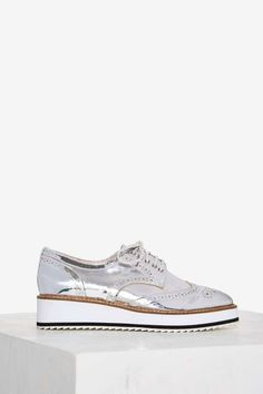 Shellys London Emma Metallic Oxford - The Eclectics Oxford Shoes Heels, Casual Oxford Shoes, Oxford Sneakers, Women's Shoes, Shoes Sneakers, Black And White Shoes, Grey Shoes, Lace Up Shoes, Silver Metallic Shoes