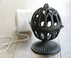 cast iron string dispenser....I remember my grandmother had oneof these!