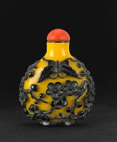 A yellow and black overlay glass snuff bottle