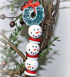 This Beaded Snowman Strand makes an adorable decoration for your tree or a festive keychain. Beaded Christmas decorations like this are fun for kids and adults alike, and they add a homemade Christmas atmosphere to your home. Beaded Christmas Decorations, Easy Christmas Ornaments, Beaded Ornaments, How To Make Ornaments, Homemade Christmas, Snowman Ornaments, Christmas Bunting, Ornaments Ideas, Snowman Decorations