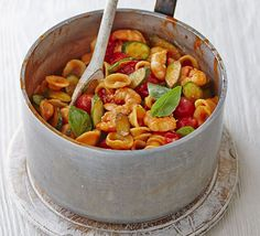 Creamy tomato, courgette and prawn pasta Prawn Sauce, Prawn Pasta, Pasta Sauce, Shrimp, Bbc Good Food Recipes, Veggie Recipes, Pasta Recipes, Cooking Recipes, Healthy Recipes