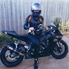 Motorcycle Women - serawilliamson casco con pañuelo