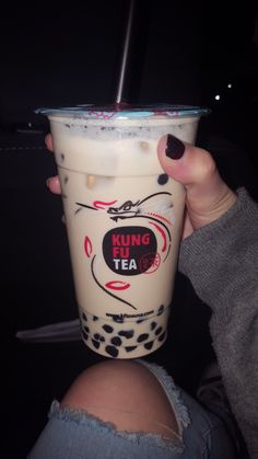 Bubble Tea Shop, Bubble Milk Tea, Fun Drinks, Yummy Drinks, Boba Tea Recipe, Bubble Tea Flavors, Milk Tea Recipes, Boba Drink, Japanese Snacks