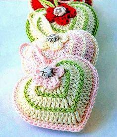 tejidos artesanales en crochet: como tejer unos corazones perfumeros en crochet