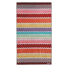 Stay stylish on the beach with this Rufus beach towel from Missoni Home. Featuring the iconic Missoni zigzag pattern this lightweight and highly absorbent towel is crafted from 100% cotton. A welco...