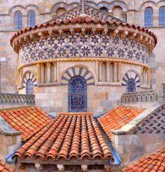 Clermont-Ferrand, chevet de la basilique Notre-Dame du Port. | Flickr – Compartilhamento de fotos!