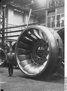 Riesen-Wasserrad der Voith AG - German Federal Archive