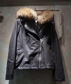 추운 날씨에도 스타일을 한층 업 시켜줄 가죽 재킷 @에비뉴엘 롯데월드타워점 JEAN SQUARE