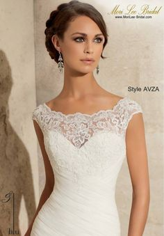 Style AVZA  ALENCON LACE ON SOFT NET WITH WIDE HEMLINE LACE- AVAILABLE IN THREE LENGTHS: 55 INCHES, 58 INCHES, 61 INCHES Available in White, Ivory  Precio : $3.181.750 Pesos Colombianos Precio : $ 1.446.00 Dólares Americano
