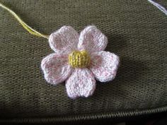 The Yarn Art Cafe: Free Knitted Flower Pattern