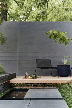 20 The Best Garden Fence Design Ideas For Better Exterior Decor - Garden fencing is not all about the fence panels and fence posts. A personal touch makes it more attractive. At the same time, you should stick closel. Interior Design Magazine, Magazine Design, Backyard Fences, Backyard Landscaping, Backyard Ideas, Backyard Privacy, Patio Ideas, Garden Fences, Pergola Patio