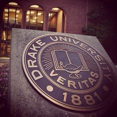 Outside Cowles Library. By Lauren Baker, first-year radio/TV production major. #DrakePOTD