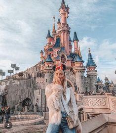 Queen of Jetlags Disney Land, Paris Disneyland Paris, Disneyland Outfits, Disney Em Paris, Disneyland Photos, Disney Outfits, Disneyland Los Angeles, Hongkong Disneyland Outfit, Disneyland Christmas, Disney World Fotos