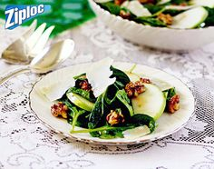 Traditional Spinach Salad with Apples