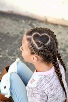 Inspirierend und trendy Herz Braid Looks for Kids Inspirational and trendy heart braid looks for kid I Heart Hair, Heart Braid, Little Girl Hairstyles, Pretty Hairstyles, Braided Hairstyles, Perfect Hairstyle, Crazy Hair Days, Toddler Hair, Best Wedding Hairstyles