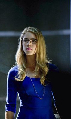 Felicity Smoak / Emily Bett Rickards Arrow- my friend told me we look very similar ! Emily Rickards, Emily Bett Rickards Bikini, Felicity Smoke, Arrow Felicity, Supergirl, Miley Cyrus, Winchester, Blond, Vancouver