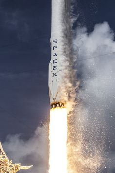 Rocketcam Video of the SpaceX Falcon Booster Splashing Down in the Atlantic