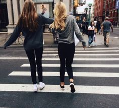best friends bff black clothes blonde hair brown hair clothes cute girls girly hair styles road zebra crossing// P i n t e r e s t 🌈 @ maionessa Best Friend Pictures, Bff Pictures, Friend Photos, Best Friend Fotos, My Best Friend, Tumblr Bff, City Tumblr, Goals Tumblr, Best Friend Photography