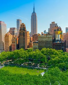 Bryant Park in New York City Park In New York, New York City, Places To Travel, Places To Visit, Sea Wallpaper, Cities, Bryant Park, City Aesthetic, Dream City