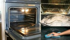You've Been Cleaning Your Oven The Wrong Way Your Entire Life. This Is Brilliant!, Of all the household chores that rank as the ugliest, most undesirable tasks to perform, certainly cleaning the oven is one of them. And like most individuals Household Cleaning Tips, Household Chores, Cleaning Recipes, House Cleaning Tips, Cleaning Hacks, Wc Tabs, Moving Day, Hygiene, Natural Cleaning Products