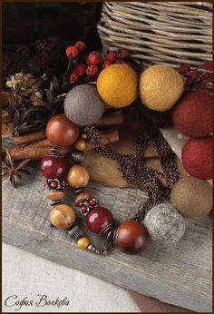 Бусы `Ароматные специи`. Яркие крупные бусы в оттенках теплых специй и спелых ягод. Цветовая гамма идеальна для холодной зимы - солнечная, очень теплая и аппетитная, согревающая своими красками в одно мгновенье. В бусах собраны оттенки…