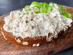 Spojení výrazné makrely, smetanového sýra a šťavnaté cukety je povedené! Během pár minut je na stole výborná domácí pomazánka... Grains, Rice, Food, Essen, Meals, Seeds, Yemek, Laughter, Jim Rice