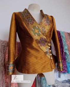 Model Baju Batik Wanita Non Formal - Ananta Batik Stylish Blouse Design, Fancy Blouse Designs, Saree Blouse Designs, Batik Fashion, Hijab Fashion, Fashion Dresses, Blouse Batik, Batik Dress, Batik Blazer