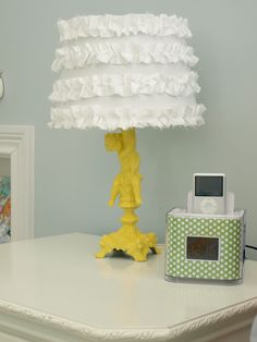 lessthanperfectlifeofbliss.blogspot.com  how to make a ruffle lampshade.