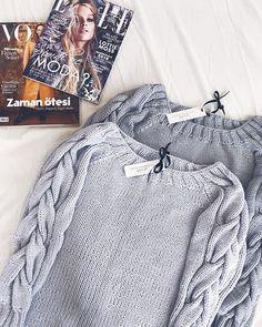 Свитер из LanaGrossa Cashsilk. Состав кашемир/шелк/вискоза. Не продается. На повтор можно, только пряжи такой в России сейчас минимум. Ждать из Европы.  #iloveknitting #instaknit #iloveknitwear #i_loveknitting #knit #knitted #knitting #knitwear #knitting_inspire #knitting_inspiration #style #stylish #streetstyle #oversize #onesize #fashion #fashionblog