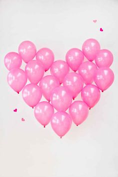 Giant Balloon Heart: DIY photo booth background
