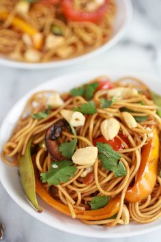 Spring Vegetable Lo Mein (omit or substitute chicken for something else to make vegan) Chinese Vegetables, Mixed Vegetables, Veggies, Vegetable Recipes, Vegetarian Recipes, Healthy Recipes, Vegetable Lo Mein, Vegetable Dish, Asian Recipes