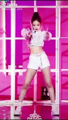 Kim Jennie, Black Pink Songs, Black Pink Kpop, Blackpink Video, Foto E Video, J Hope Smile, Pink Movies, Blackpink Poster, Black Pink Dance Practice
