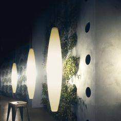 Havana. Lámpara de pie con base de metal y cuyo difusor está compuesto por cuatro elementos de politileno con acabado satinado. Forma parte de la colección del MOMA de Nueva York. E27 1 x 105W. Incluida. Diseñador: Jozeph Forakis. http://www.lamparasoliva.com/lamparas/de-pie/havana-foscarini.html