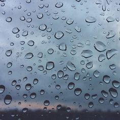 -- SUNRISE & DROPS --  #amañeceres Buenos días! Se despierta la mañana nublada en Zaragoza ... @igerszgz @researcherslife #nocheinzgz [#albertosierra_mobilephotography]