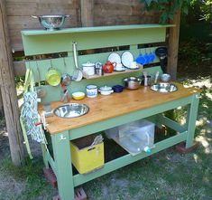 Ideas For Backyard Diy Kids Mud Kitchen Outdoor Play Kitchen, Diy Mud Kitchen, Mud Kitchen For Kids, Outdoor Play Areas, Kitchen Ideas, Green Kitchen, Cocina Diy, Backyard Play, Outdoor Classroom