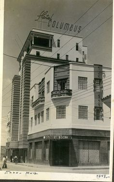 barrio Santa Rosa,CARRERA 9 CON CALLE 11.Luisfer Martinez La edificación de al lado es el clausurado Teatro Colon de Cali, observen que se alcanza a ver el aviso del teatro en la parte baja. FOTOS ANTIGUAS SANTIAGO DE CALI