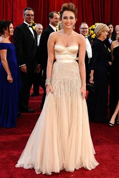 Jenny Packham dresses Miley Cyrus for the Oscars