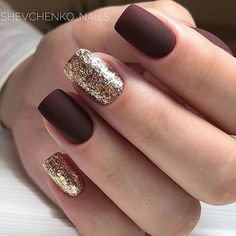 Glam mismatched gold and burgundy nails