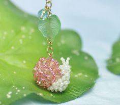 Snail pendant (Japanese)... adorable :)