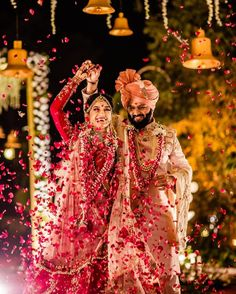 Image may contain: 2 people, people standing Indian Wedding Poses, Indian Wedding Couple Photography, Pre Wedding Poses, Bride Photography, Bengali Wedding, Mehendi Photography, Indian Bridal, Photography Ideas, Bride Groom Photos