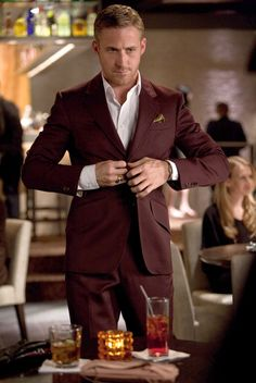 """Ryan Gosling has a unique style, and it was captured perfectly in """"Crazy, Stupid, Love."""" I am not a big fan of ties, and Ryan Gosling manages to professional with or without the noose.   www.clothesonfilm.com has a rundown for the whole movie."""