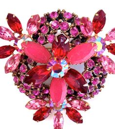 Hey, I found this really awesome Etsy listing at https://www.etsy.com/listing/199835703/beautiful-vintage-rhinestone-brooch